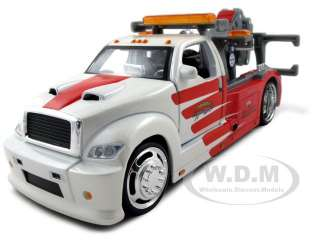 brand new 1 25 scale diecast model of maisto wrecker tow truck