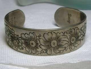 Vintage KIRK PEWTER Daisy FLOWER Motif Cuff Bracelet 14/16 Wide