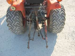 KUBOTA B1750 4X4 TRACTOR WITH LOADER, RUNS GOOD