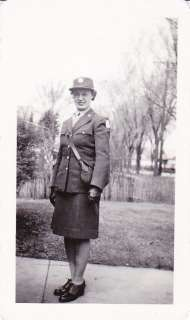WW2 PHOTO   WAC in WOMENS ARMY CORPS UNIFORM with PURSE