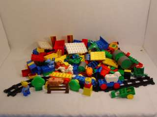 LEGO DUPLO FARM BUILDING BLOCKS & ANIMALS   USED