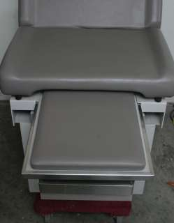 UMF Signature Series 5140 Medical Exam Table