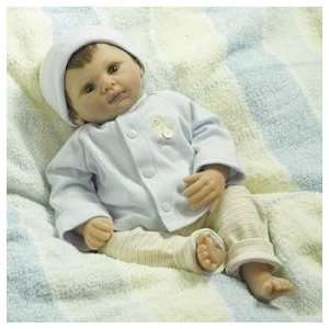 Lee Middleton Dolls 2076 Baby Lyndon: Toys & Games