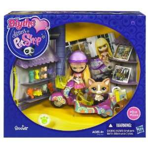 Littlest Pet Shop Littlest Pet Shop ® BLYTHE® Loves LITTLEST PET